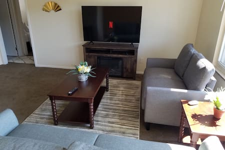Minutes from CLE airport, bordering Metroparks!