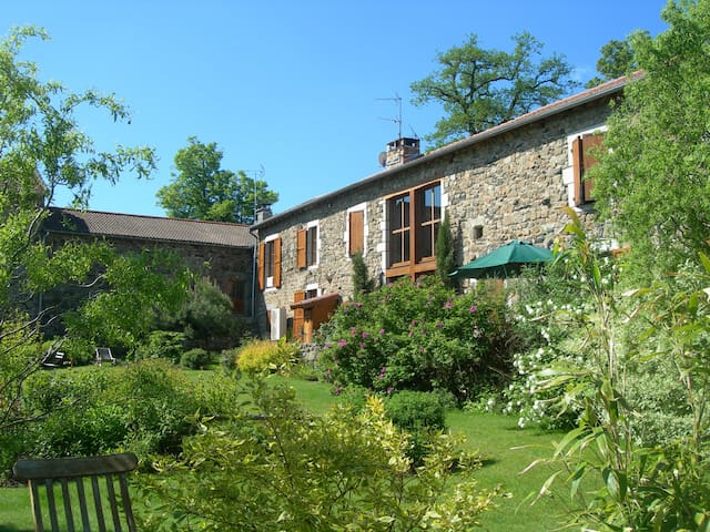 B&B in a typical auvergne house - Saint-Maurice-de-Lignon - Bed & Breakfast