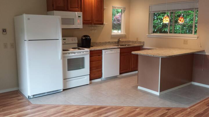 Apartment in Quiet Seattle Suburb