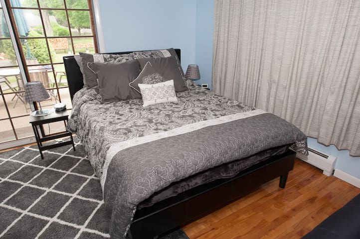 Comfortable queen bed with lots of pillows!