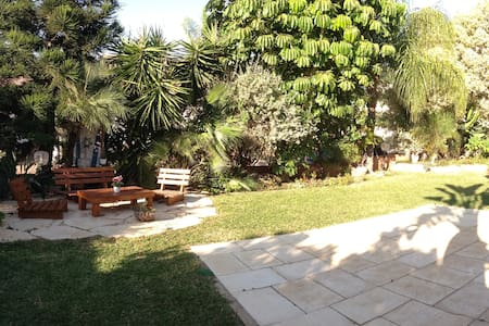 A beautiful vila with a nice and quiet garden. - Tzoran-Kadima - Casa de camp