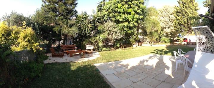Beautiful villa, in quiet setting, lovely garden.
