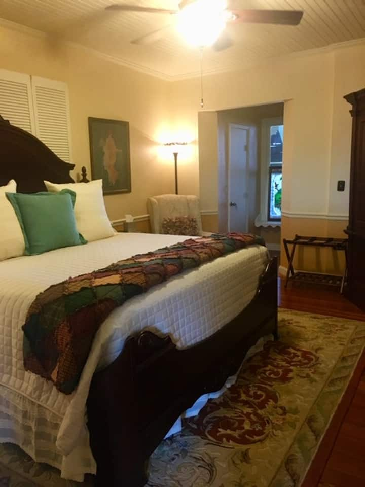 The Kathleen Suite at Captains House On the Lake