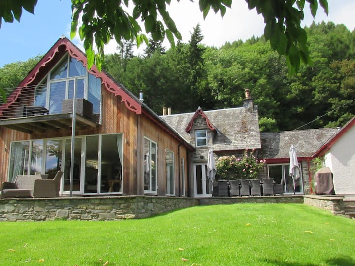 Mains of Taymouth, Kenmore - 5* The Farmhouse, sleeps 12, hot tub, sauna house, log burning stove