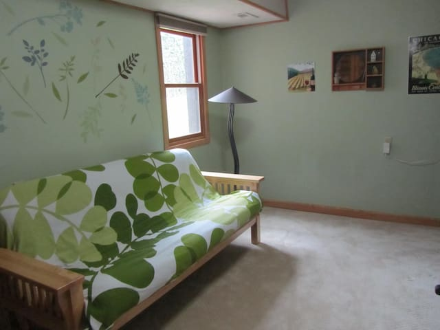 4 BR Home, 22 Minutes to Downtown - Greenwood - Huis