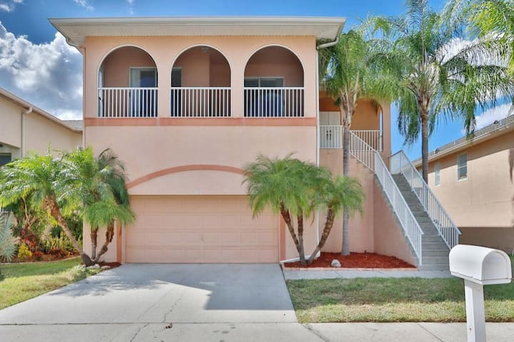 5BR/3 Waterfront w Gulf Access + 6 seat Golf Cart