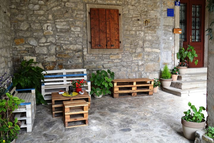 Explore Istria from a COZY APP with WINE CELLAR
