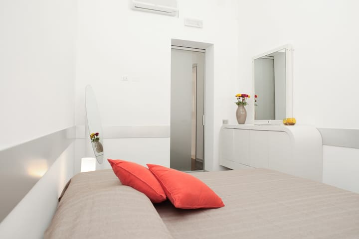 NICU, COMFY PRIVATE ROOM WITH  PRIVATE BATHROOM - Trapani - Andere