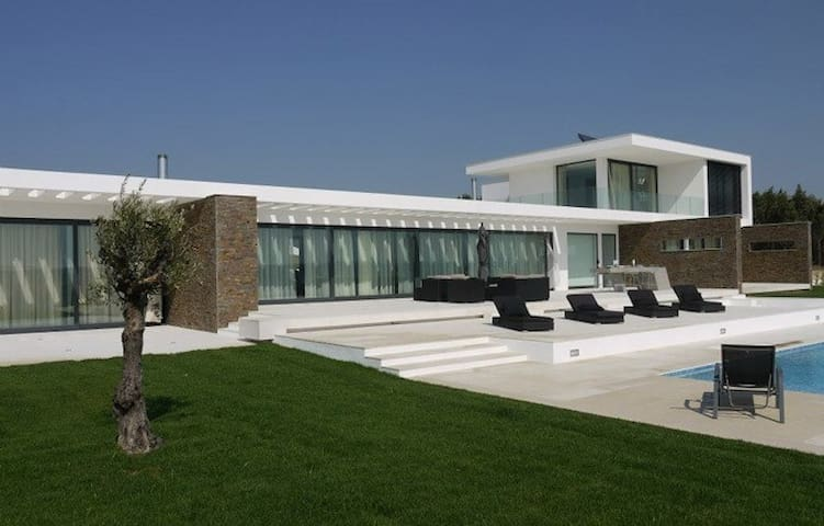 Longitude Nine Degrees - Modern Villa - Sanguinhal - Vila