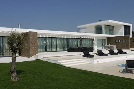 Longitude Nine Degrees - Modern Villa - Sanguinhal - Villa