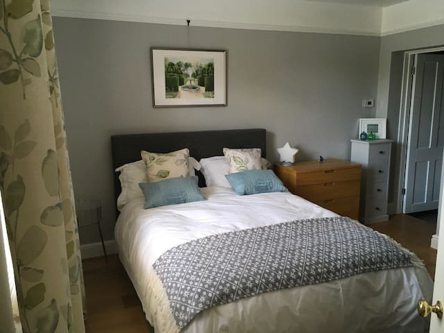 Tranquil, comfortable double room, ground floor - Henley-on-Thames - Bed & Breakfast