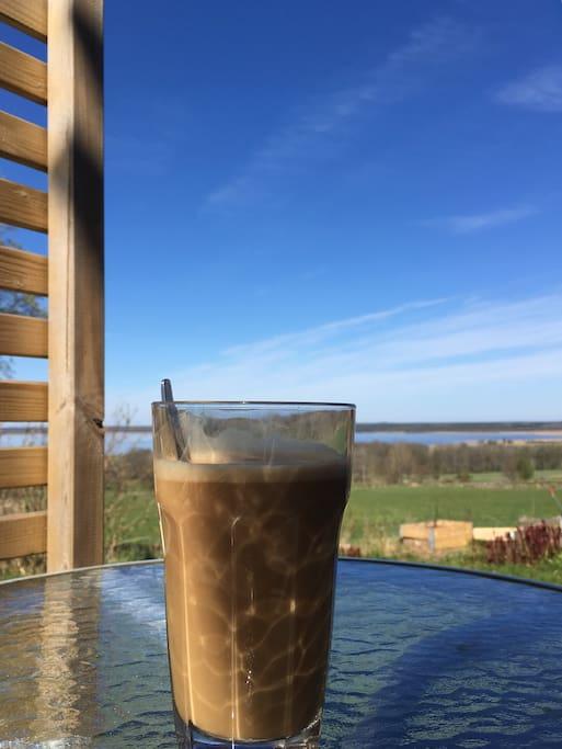 Njut av utsikten, jag bjuder på kaffe och te.