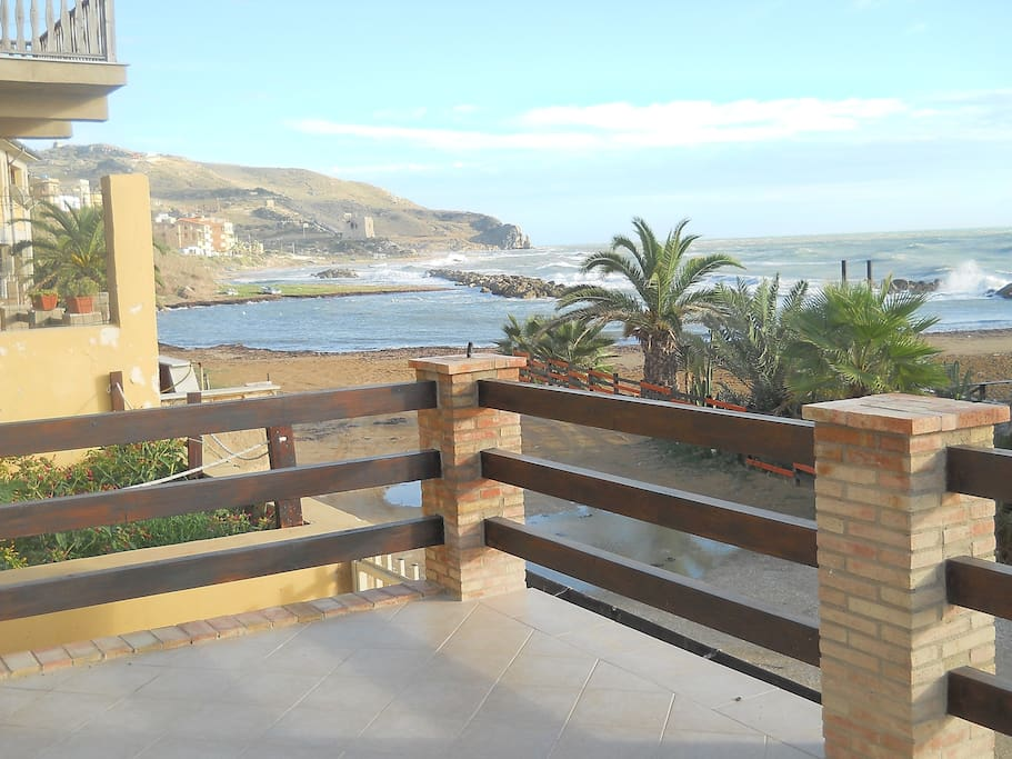 vista/terrazza sulla spiaggia