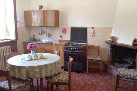 """""""LA CASA DELLA NONNINA"""" Old style - Tordandrea - Apartment"""