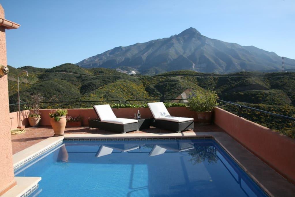 View of pool and La Concha mountain
