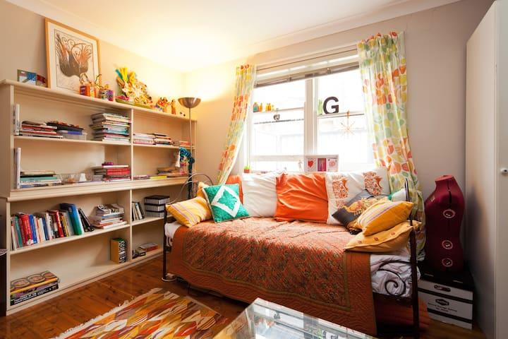 Quiet 2br garden flat 15mins to CBD - Petersham - Casa
