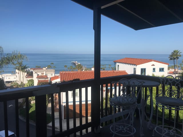 New in San Clemente! Walk to Beach! (Unit E)