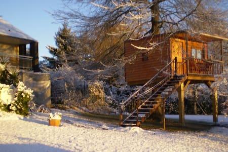 Belle cabane dans les arbres - Gan - Domek na drzewie