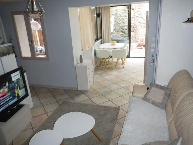 maison de village 3 chambres, proche lac et ville - La Bâtie-Neuve - House