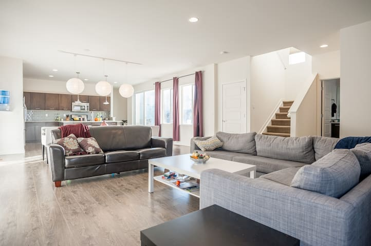 Room in new, clean and modern home - Highlands Ranch - House