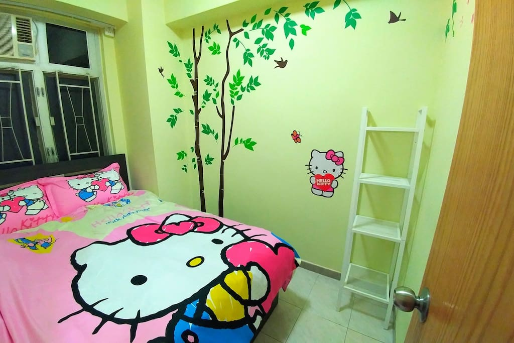 Hello Kitty Room Double Bed (6.3x4.5 feet) for 2 persons