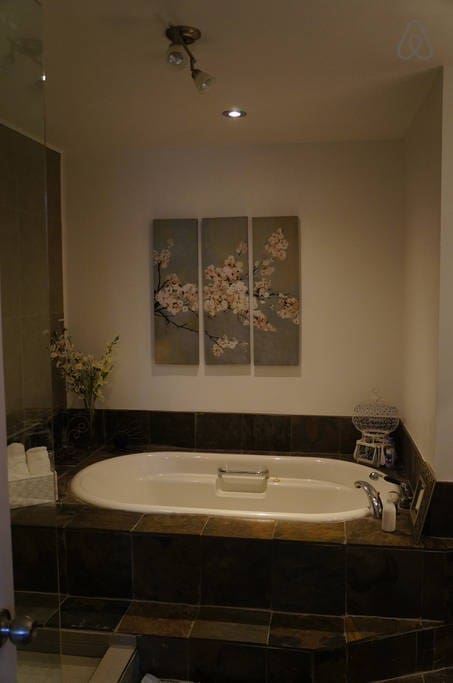 Huge tub to relax in after your outdoorsy day!