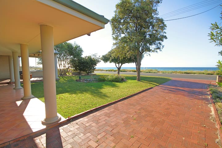 Away by the Bay Geograph (Beach Front) - West Busselton - Hus