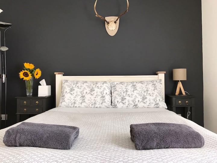 Beautiful 2 Bedroom Victorian Terrace House