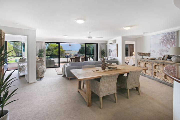 Cotton Tree, absolute waterfront & stunning views