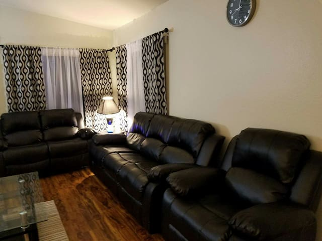 Warm and cozy 2 bedroom! - San Diego - Casa