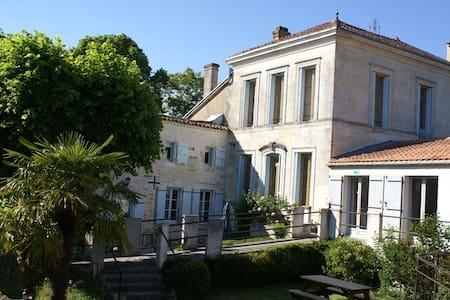 B&B Bordeaux Region-Domaine la Fontaine - Soubran
