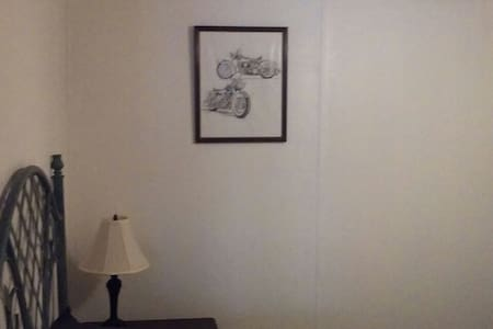 Neat and clean conveniently located - Holly Hill - Rumah