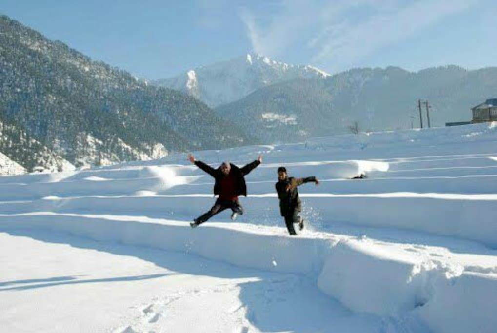 Bhaderwah covered with snow
