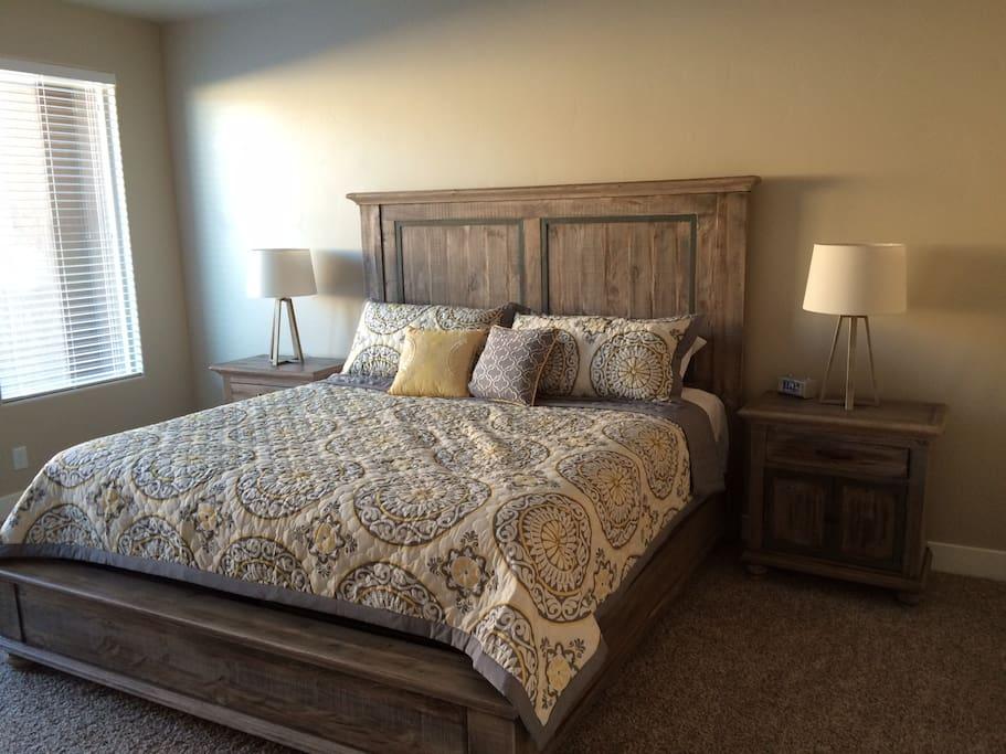 Master Suite Main Floor (King Bed)