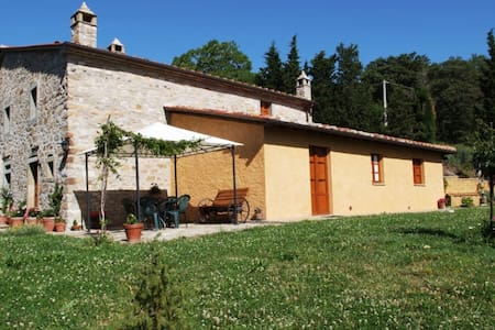 Casa La Primula, sleeps 9 guests - Cortona