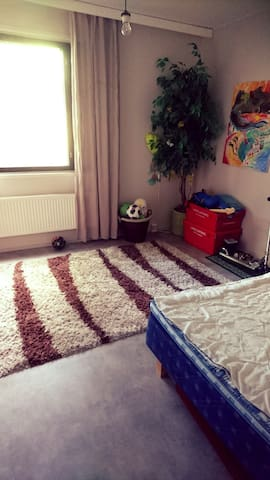 makuuhuone missä sänky