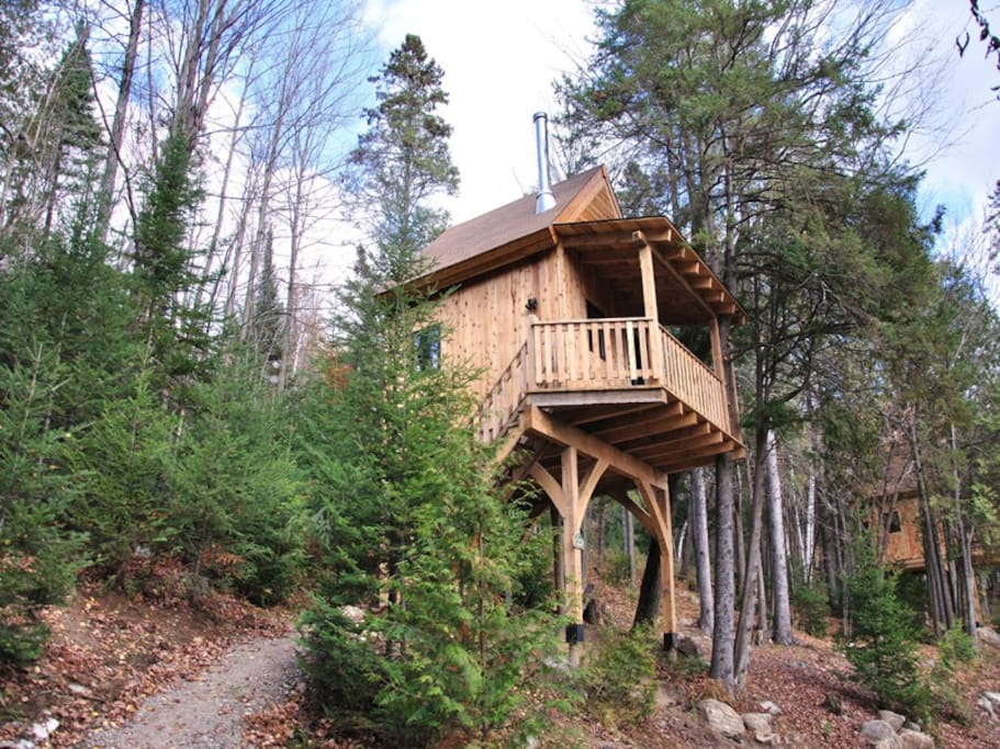 cabane dans les arbres le hibou treehouses for rent in wentworth nord quebec canada. Black Bedroom Furniture Sets. Home Design Ideas