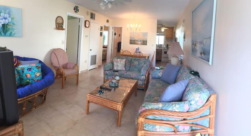 Island Time Getaway - Bradenton Beach - Condominium