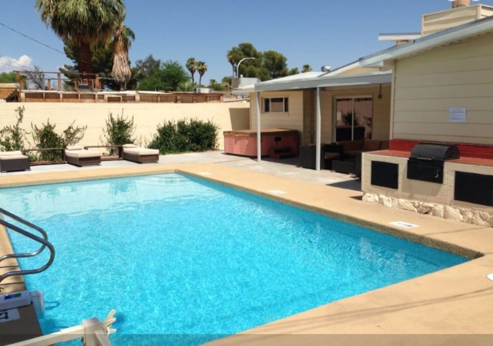 4 bedroom pool house walk to strip houses for rent in for Houses with 4 bedrooms and a pool