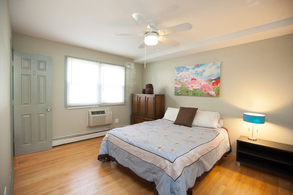 A Block From Train Nice 2 Bedroom 2 Full Bathroom Apartments For Rent In Chicago Illinois
