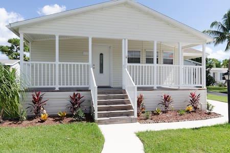 SHARE HOUSE,GOLF,BEACH. HOUSE # 2377703 - ปาล์มบีชการ์เดนส์