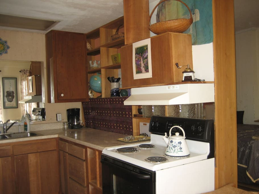 The Cabin's kitchen provides everything you'll need for a day, for a week (pots/pans, seasonings, coffee, popcorn).
