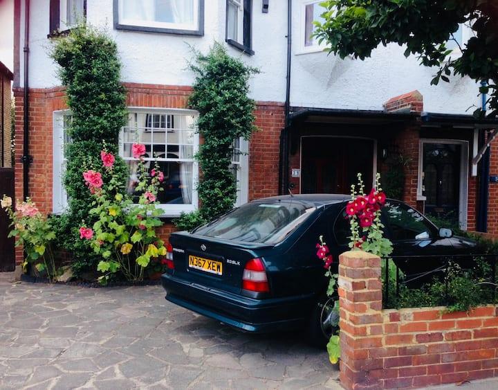 Cosy Single Room in Lovely Family Home in Kingston