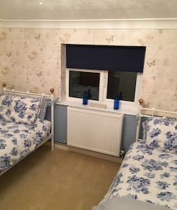 Comfy Twin Room, Private Bathroom - Norfolk