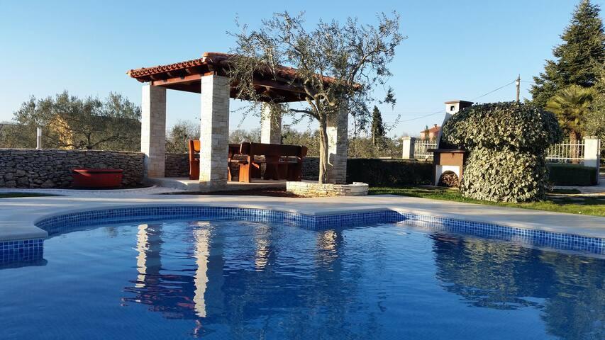 "Enchanting holiday ""Oasis Relaxing"" (9 persona) - Galižana - House"