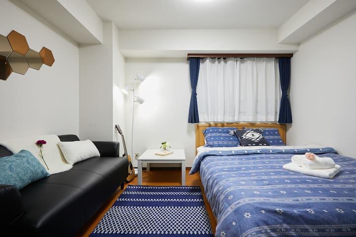 侧卧一间,整体采用蓝色基调,无论春夏秋冬都让您体会舒适的感觉