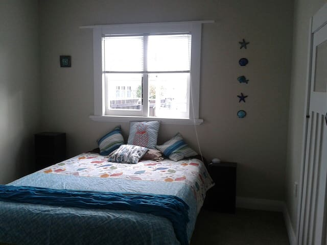 Large, light, newly decorated room - Paeroa - Bed & Breakfast