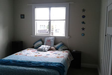 Large, light, newly decorated room - Paeroa
