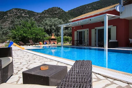 Privè villa,spacious garden & pool,family friendly - Lefkada - Villa
