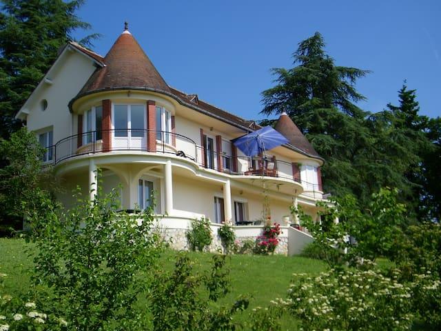 Villa piscine chauffée  vue sur la Loire Blois 14p - Blois - Villa